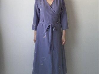 着物リメイクカシュクールワンピース ブルーグレー扇の画像