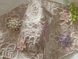 ハンドメイド●マスクカバーピンク薔薇刺繍フラワーパールチャーム付き抗菌クレンゼ2wayフィルターポケットの画像