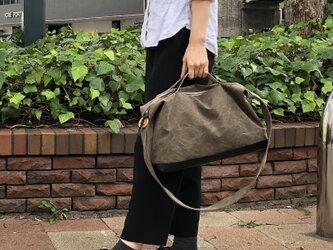 nomad・オリーブ(タンニン染帆布×レザーショルダーバッグ)の画像
