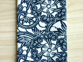 天然藍の型染め手拭い 変り牡丹唐草の画像