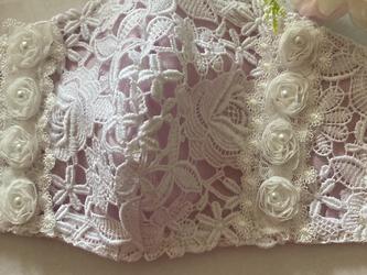 ハンドメイド●マスクカバー白薔薇刺繍薔薇パールチャーム付き抗菌クレンゼ2wayフィルターポケットの画像