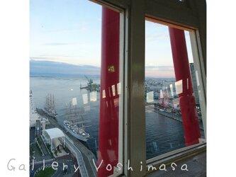 窓景 神戸ポートタワー 「神戸中突堤」 「港のある暮らし」 2L判サイズ光沢写真縦 神戸風景写真 港町神戸 送料無料の画像