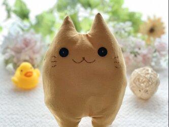 からしベージュの猫のぬいぐるみ「ふにゃ〜た」の画像