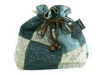 パッチのデニム風 巾着袋の画像