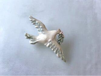 薄緑の翼[陶器ブローチ]の画像
