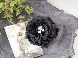 ビジューな黒いダリアのコサージュ  入学式 卒業式 卒園式 懇親会 結婚式 ブラック フォーマルの画像