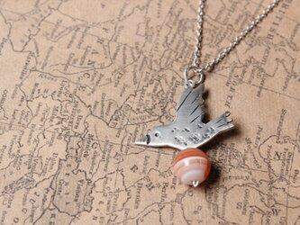 鳥とアゲートのネックレス silverの画像