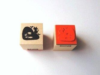 <ゴム製スタンプ>たんぽぽ畦道 の 春猫(春)の画像