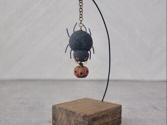 クモとカボチャ - 塑像の画像