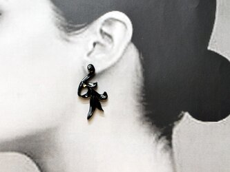 唐草彫刻 漆黒イヤリング・ピアスの画像