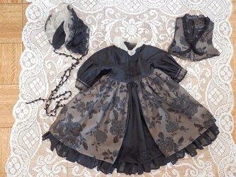 ドールの背丈が67~70cm用 ベストドレスとボネ(黒地ゴブラン コットン地)の画像