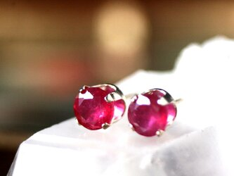 6mm大粒ルビー天然石宝石質AAA  14kgfピアス クリスマス 誕生日 プレゼント 7月誕生石 パワーストーン 開運 ギフトの画像