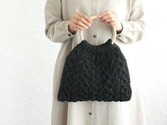 アラン模様 ケーブル編み 羊毛ニット トートバッグ  (チャコール)の画像