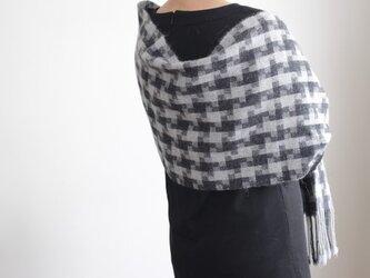 ベビーアルパカ <銀と墨色>手織りの画像