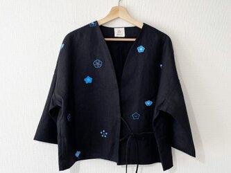 袷のショートジャケット黒 梅家紋の画像