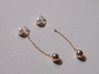 <2way>14kgf:ピアスのようなパールとゴールドビーズのイヤリングの画像