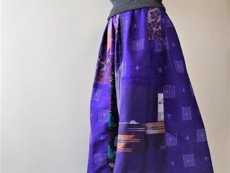 着物リメイク 紫系の銘仙でパッチワークスカート マキシ丈の画像