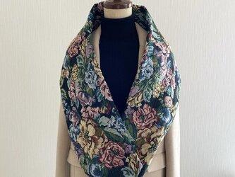 花柄ゴブラン織りの大人で上品なスヌード 秋冬の画像