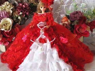 マルガレーテ王妃 深紅のフェニーチェ♥ビビットなイタリアンレッドが優雅なプリンセストレーンドレスの画像