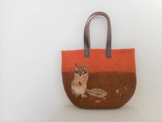 リスとどんぐり 秋色バッグの画像