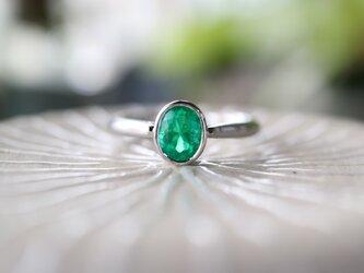 良質なエメラルド指輪の画像