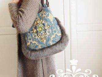 豪華なビジューが光るエレガントなグラニーバッグ(ダマスク模様・織生地×グレージュのファー)の画像