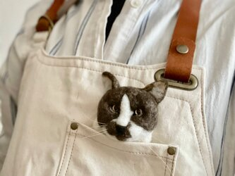 丸い丸い猫の顔ブローチの画像