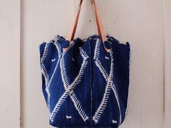 アフリカ絞り染め藍染布(ボボ族) バケツ型バッグの画像