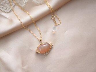 ルシール オレンジムーンストーンのネックレスの画像
