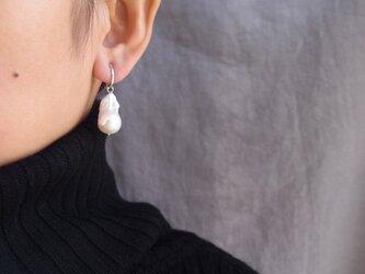 送料無料【SV】バロックパールフープイヤリング・fishtail ・baroque pearl/silverの画像