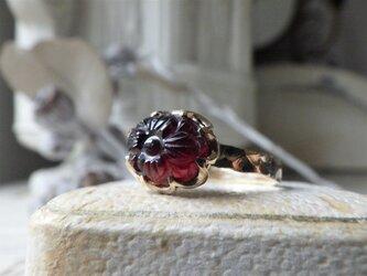 限定品k10お花のカービングガーネットのリングの画像