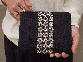 インドシルク×flowerスパンコール レディースポーチ Mサイズの画像