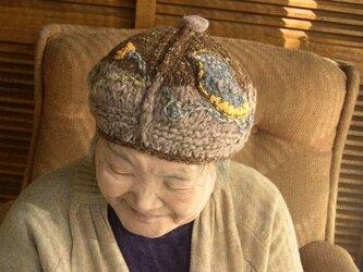 鳥と葉っぱベレー帽子の画像