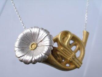 デイジーホルン シルバー ネックレスの画像