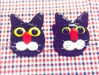 黒猫のブローチの画像