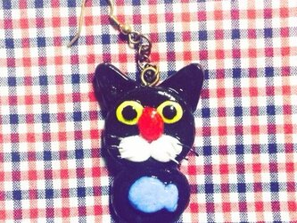 黒猫のフックピアスの画像