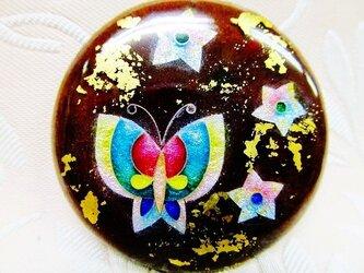 赤紫色に蝶と花(七宝ブローチ)・IBー174の画像