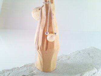 Mother of Pearl 真珠貝のシルバーネックレスの画像