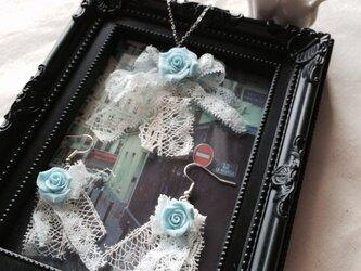 アンティークレースと薔薇のネックレス&ピアスの画像