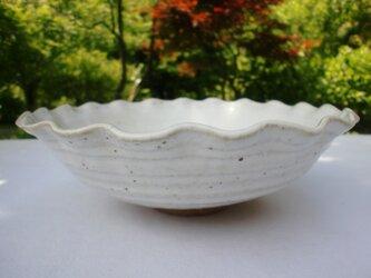 白マット釉 輪花鉢の画像