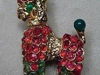 天然石 プードル(犬)ブローチの画像