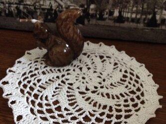 レース編み ドイリー 風車 12.5cm ホワイトの画像