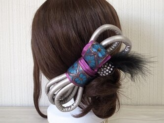 メタリックレザーチューブ×刺繍リボンのヘアリボン (シルバー)の画像