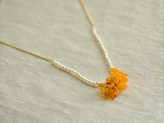 金木犀と淡水パールのネックレスの画像