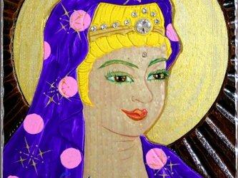 開運 癒彩 観世音    色の八十三    紫地に桃玉衣観音の画像