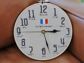 フランス リネン生地 刺しゅう時計の画像