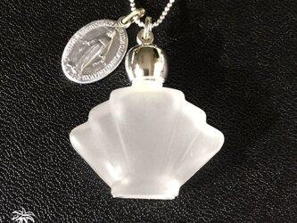 フランスアンティークメダイと香水瓶のネックレス -White-の画像