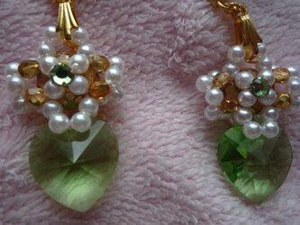 緑のハートのピアス (指輪付)の画像