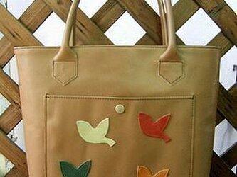 ◆4羽の小鳥のレザートートバッグの画像