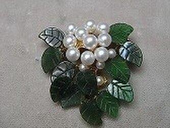 天然石 花シリーズ(ホワイトブーケ) ブローチの画像